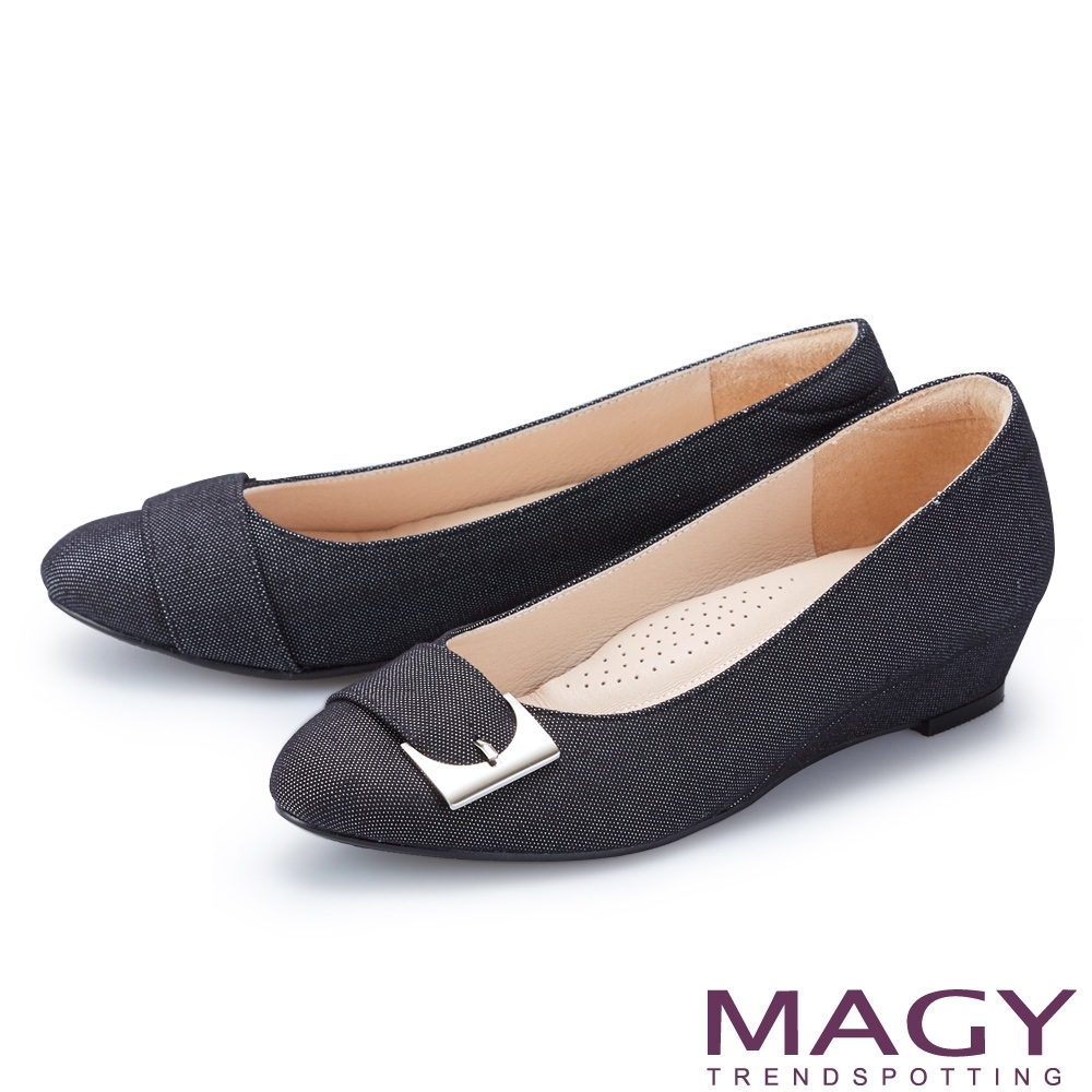 MAGY 金屬扣帶布面楔型 女 低跟鞋 黑色