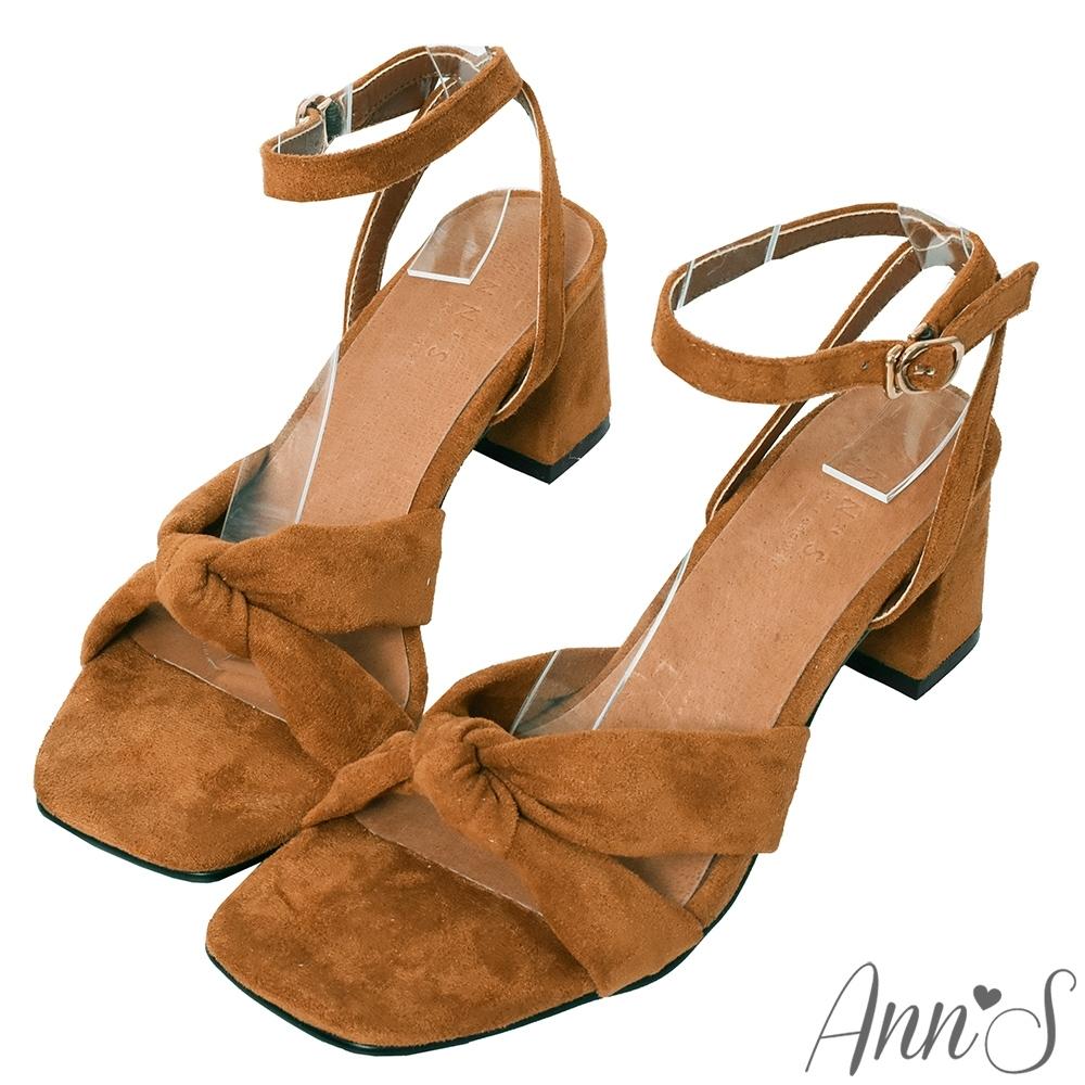 Ann'S夏日的親密接觸-舒適絨布氣質扭結方頭粗跟涼鞋-棕(版型偏小)