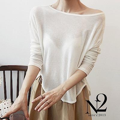 上衣 大圓領圓弧修身下擺性感透膚袖上衣(白) N2