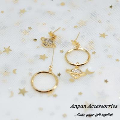 【ANPAN愛扮】韓東大門不對稱迷幻宇宙星球925銀針耳釘式耳環(兩色可選)