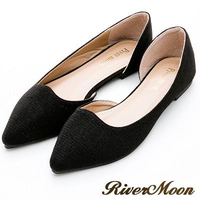 River&Moon大尺碼-素面斜紋亮蔥側挖空尖頭鞋-黑