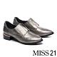 跟鞋 MISS 21 個性雕花中央拉鍊設計尖頭低跟鞋-銀 product thumbnail 1