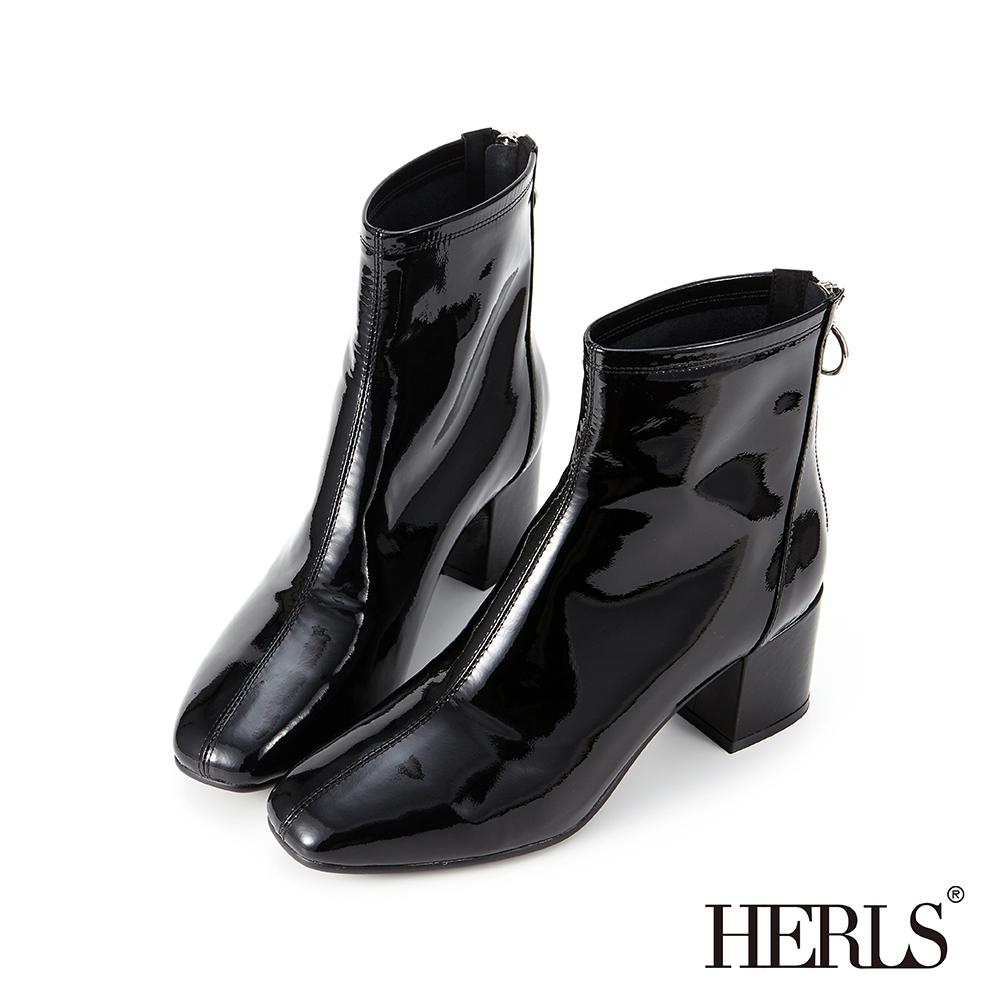 HERLS 時髦焦點 全真皮素面漆皮中跟短靴-黑色