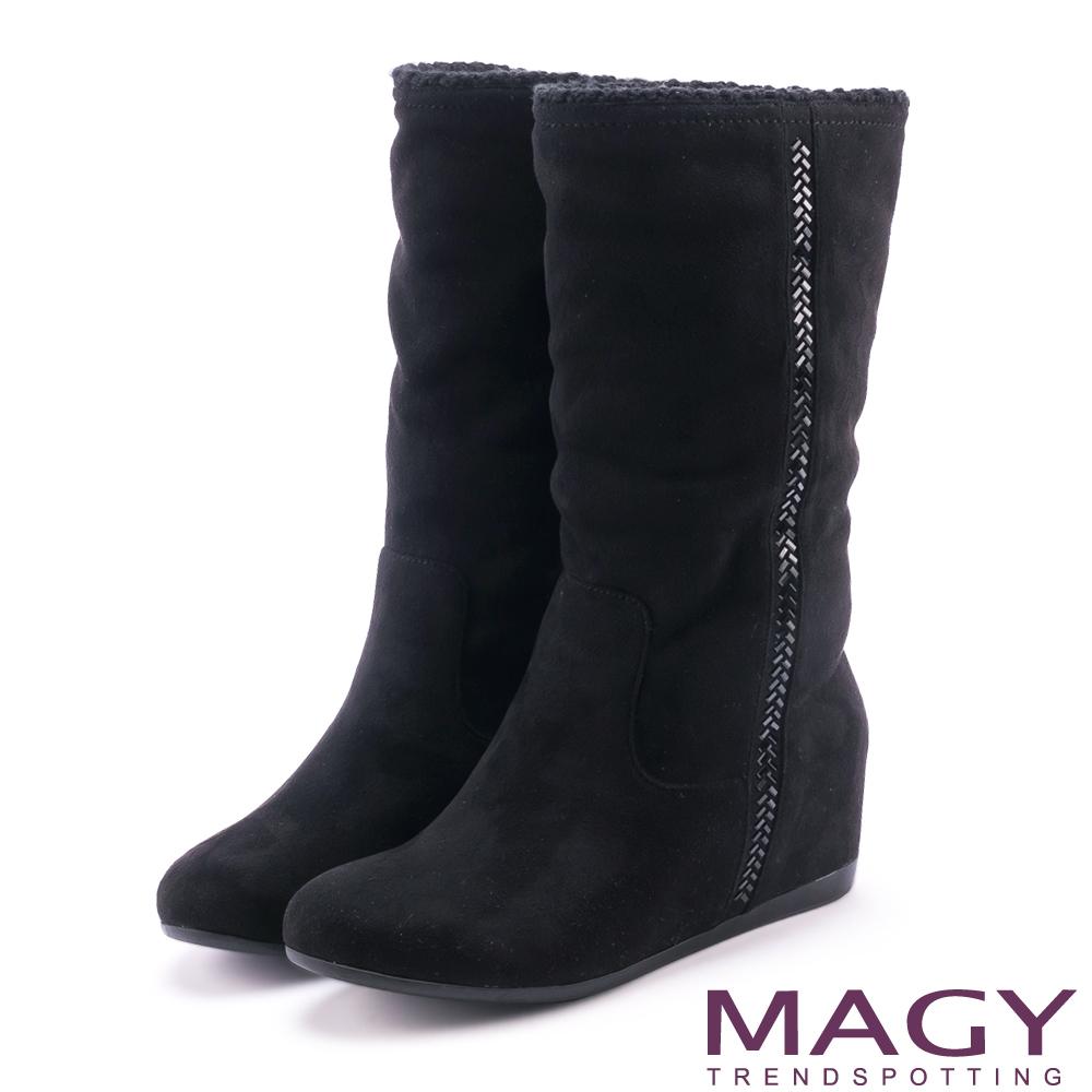 MAGY 暖冬時尚 2WAY內增高毛毛滾邊平底靴-黑色
