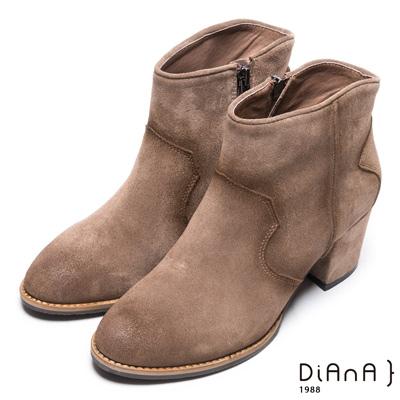 DIANA 品味質感–素色典雅側拉鍊粗跟短靴 –卡其