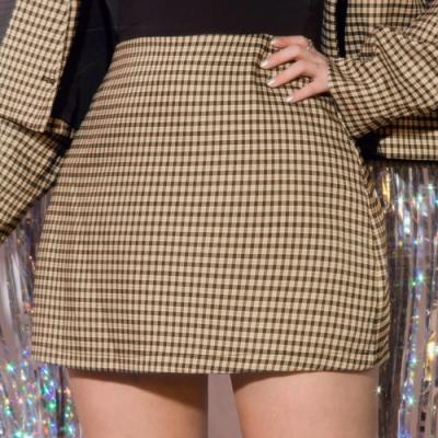 AIR SPACE LADY 中大尺碼 時髦長腿A字短裙(格紋)
