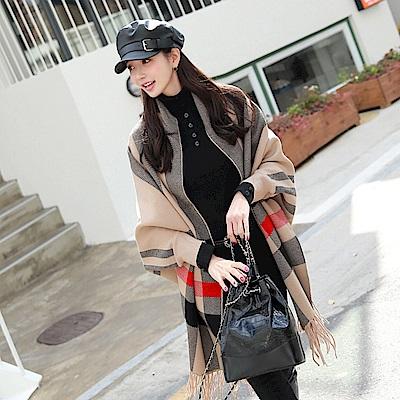 La Belleza兩穿格纹蝙蝠袖披肩式流蘇針織斗篷毛衣外套