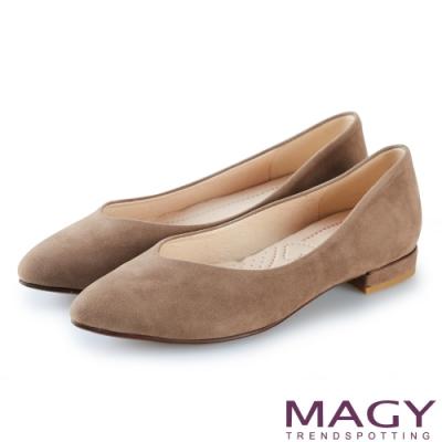 MAGY 氣質首選 質感素面V口尖頭平底鞋-可可