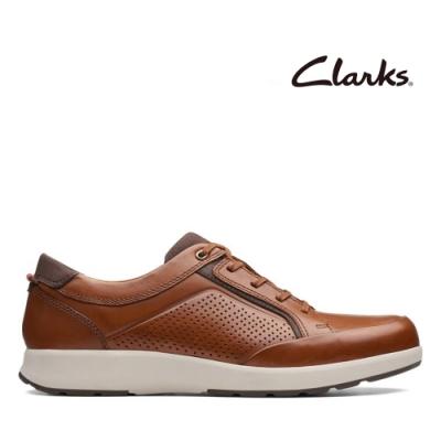 Clarks UN 側邊微充孔設計透氣綁帶休閒鞋 棕褐色