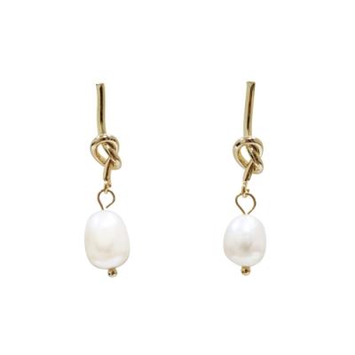 Prisme 美國時尚飾品 扭結珍珠 金色耳環