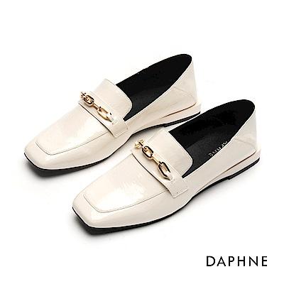 達芙妮DAPHNE 樂福鞋-金屬鍊帶漆皮方頭樂福鞋-米白