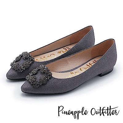 Pineapple Outfitter 璀璨名媛 方鑽飾釦尖頭低跟鞋-深灰