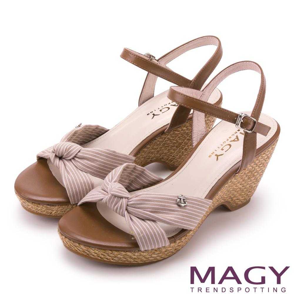 MAGY 條紋布面扭結拼接牛皮編織楔型涼鞋 可可