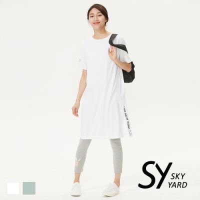 【SKY YARD 天空花園】休閒百搭下擺開岔長版印圖造型上衣-白色