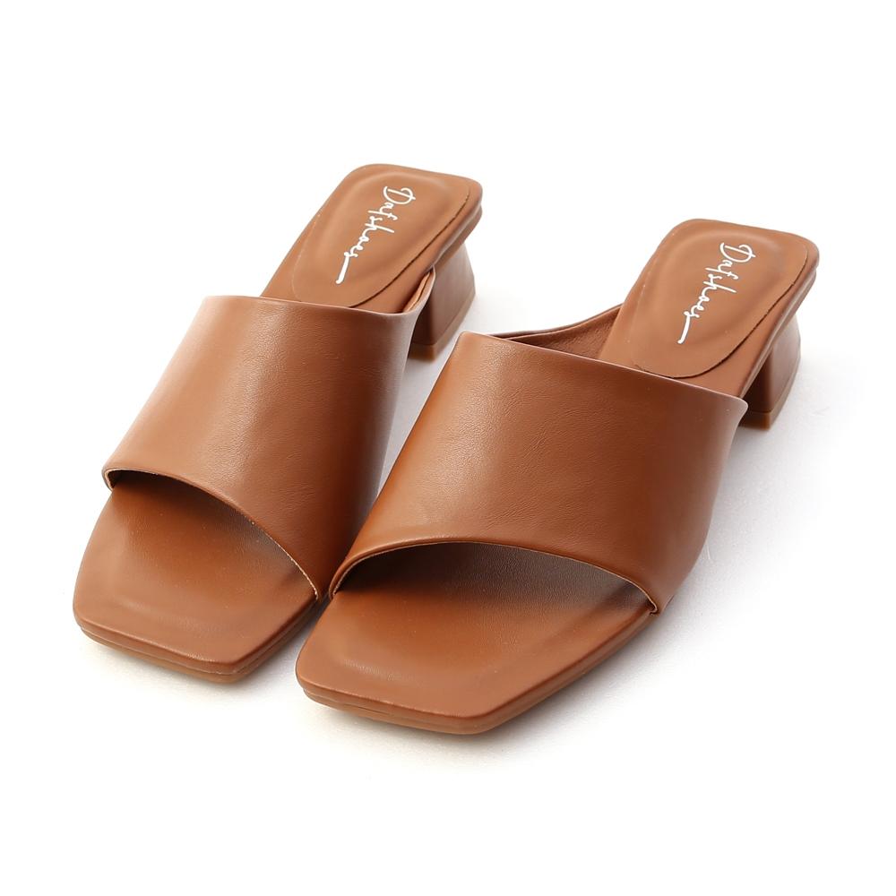 D+AF 愜意寬版.斜切設計方頭低跟拖鞋*棕