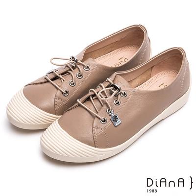 DIANA 漫步雲端焦糖美人款--免綁帶超柔軟真皮休閒鞋 – 卡其