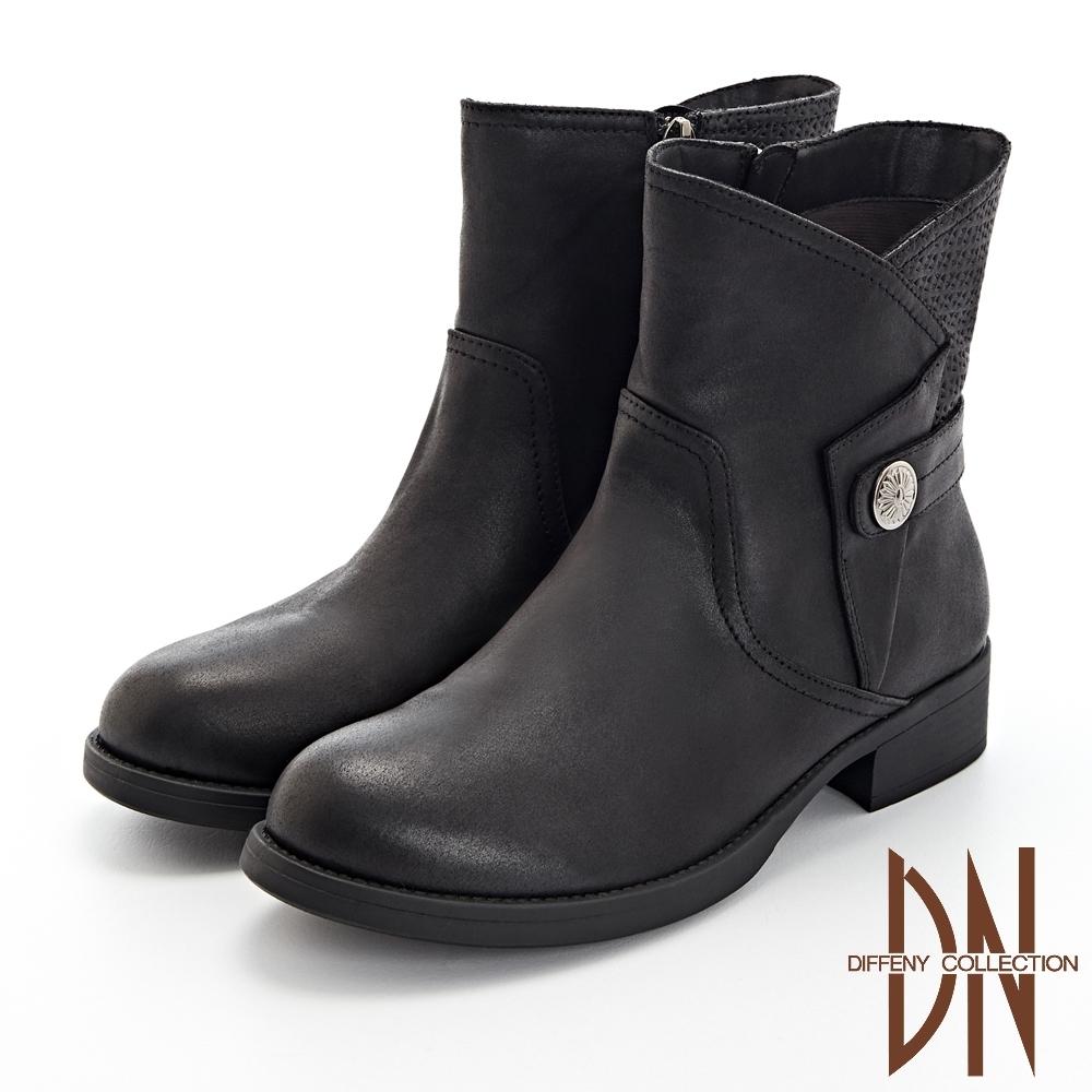 DN短靴_率性反折造型拼接後壓紋粗低跟短靴-黑