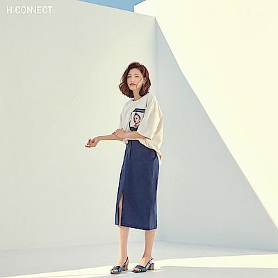 H:CONNECT 韓國品牌 女裝-落肩人像圖印T-shirt-卡其