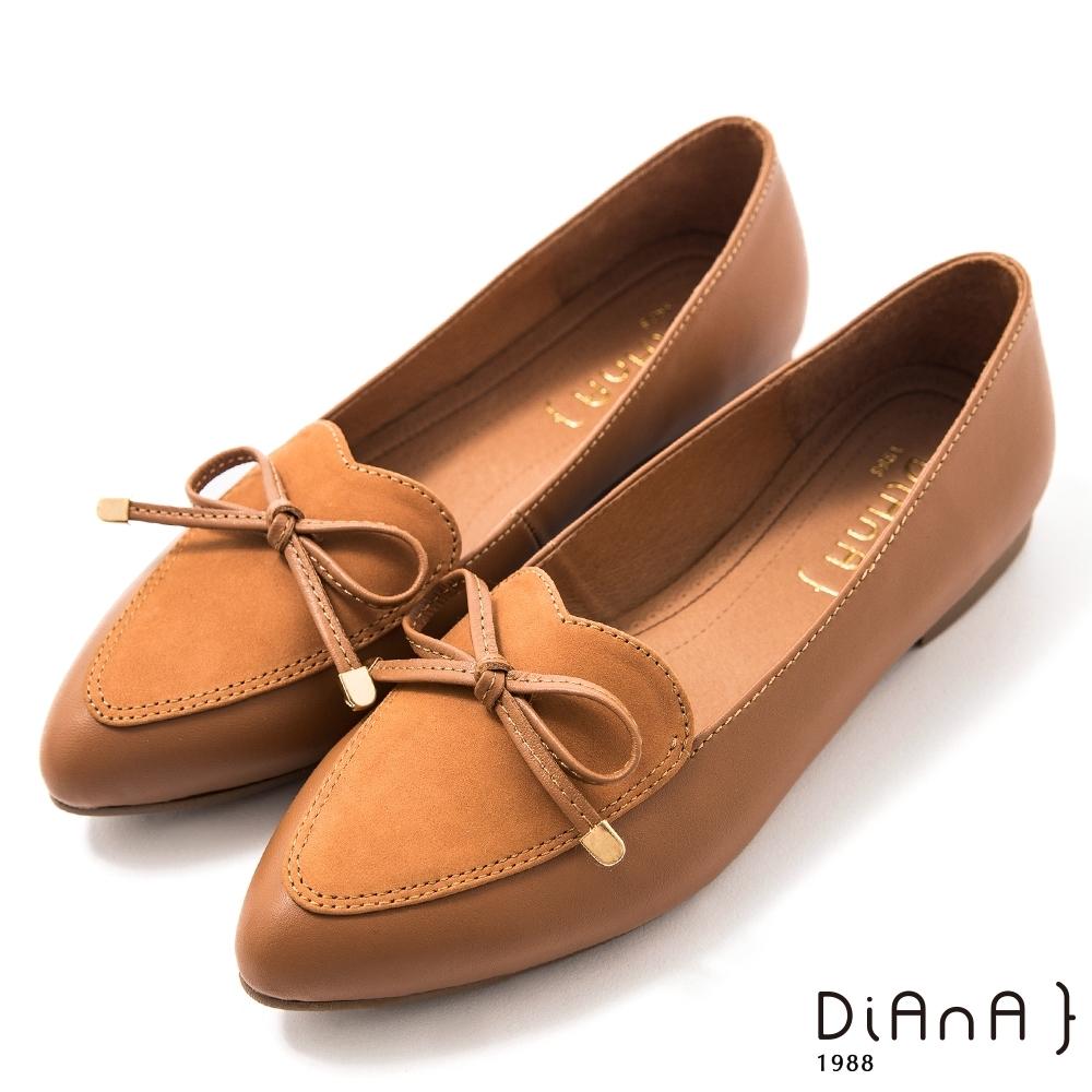 DIANA 1.5 cm質感牛皮心形鞋口蝴蝶結低跟樂福鞋–漫步雲端焦糖美人–棕