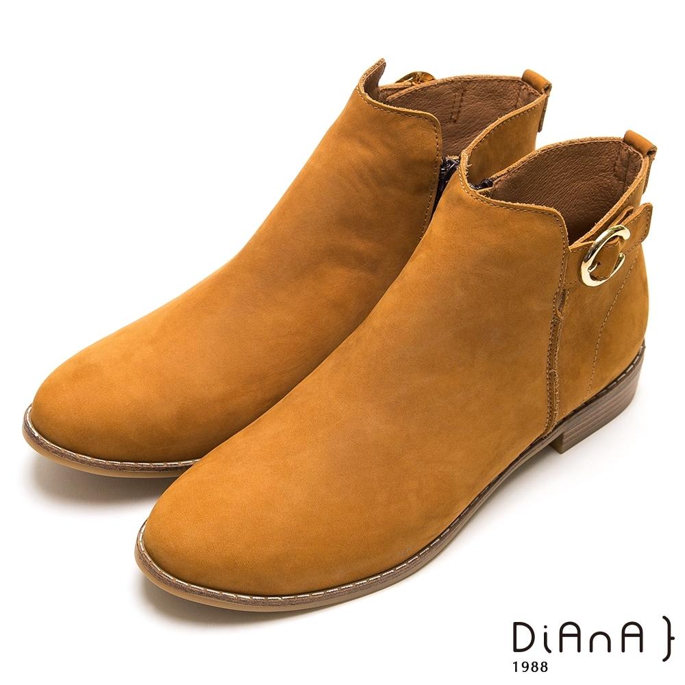 DIANA壓紋真牛皮光澤鉚釘粗跟短靴-潮流魅力-棕