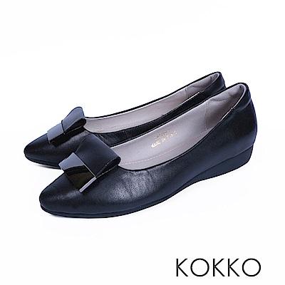KOKKO -發現美好金屬扣真皮尖頭平底鞋-經典黑