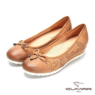 CUMAR簡約步調 - 擦色沖孔鏤空圓頭楔形跟鞋