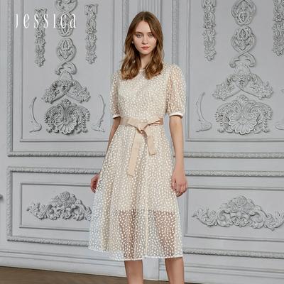 JESSICA - 甜美舒適修身鏤空刺繡網紗洋裝(杏色)