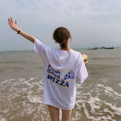 La BellezaPIZZA英文字長版棉質T恤