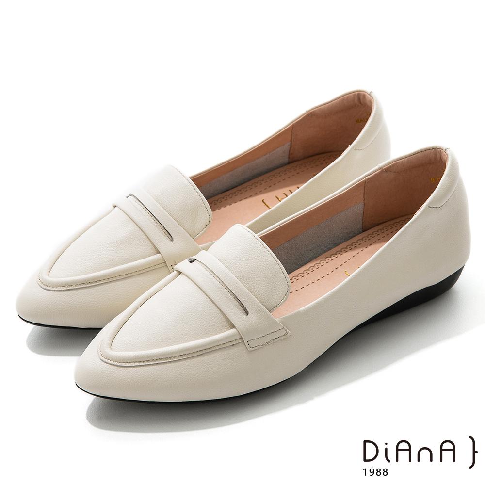DIANA 2.5cm質感牛皮極簡尖頭低跟便士樂福鞋-漫步雲端焦糖美人-白