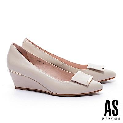 高跟鞋 AS 金屬風反折皮帶釦飾羊皮楔型高跟鞋-米