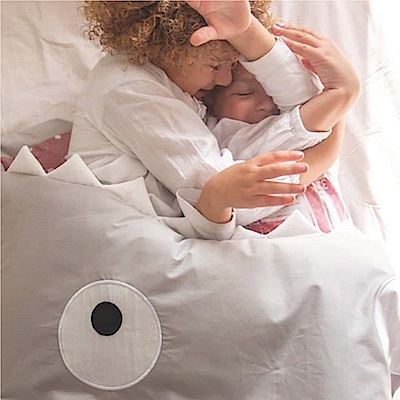 【兒童標準版-朵朵雲粉】BabyBites西班牙鯊魚咬一口多功能睡袋