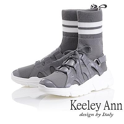 Keeley Ann 獨特魅力~英文字樣彈性襪套式中筒靴(灰色-Ann)