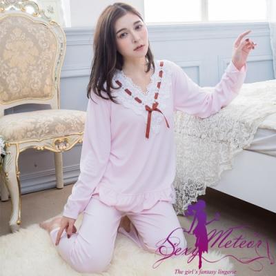睡衣 全尺碼 棉質素面V型布蕾絲荷葉衣襬長袖二件式睡衣組(輕柔淺粉) Sexy Meteor