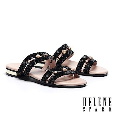 拖鞋 HELENE SPARK 珍珠晶鑽寬版雙帶低跟拖鞋-黑