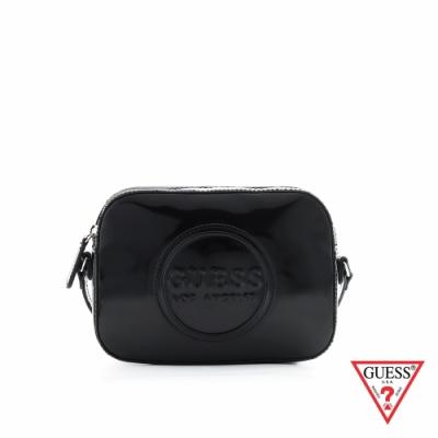 GUESS-女包-時尚亮皮素面圓標斜背包-黑 原價2490