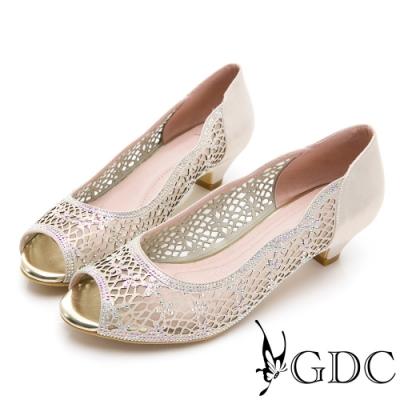 GDC-真皮魚口簍空水鑽低跟鞋-金色