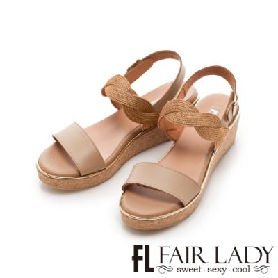 FAIR LADY Early Summer光澤感波浪編織一字楔型涼鞋 棕