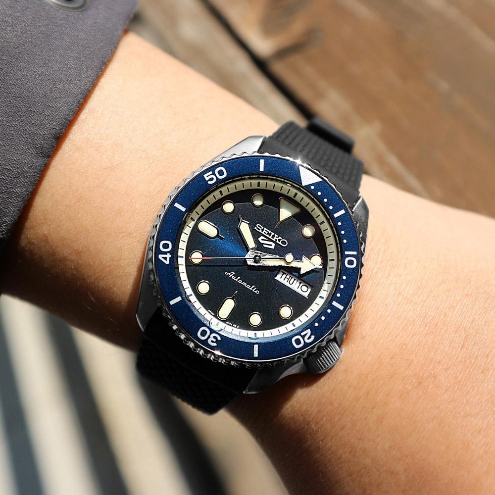 SEIKO 精工 5 Sports 機械錶 自動上鍊 編織壓紋矽膠手錶 藍色 41mm