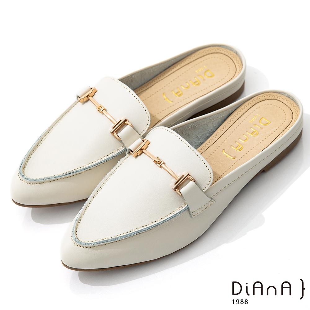 DIANA 1.5cm質感牛皮金屬馬銜釦尖頭穆勒鞋-漫步雲端焦糖美人-奶油白