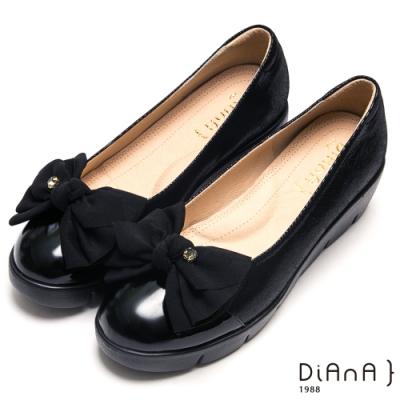 DIANA單鑽蝴蝶結真皮拼接輕量娃娃鞋-漫步雲端厚切焦糖美人-黑