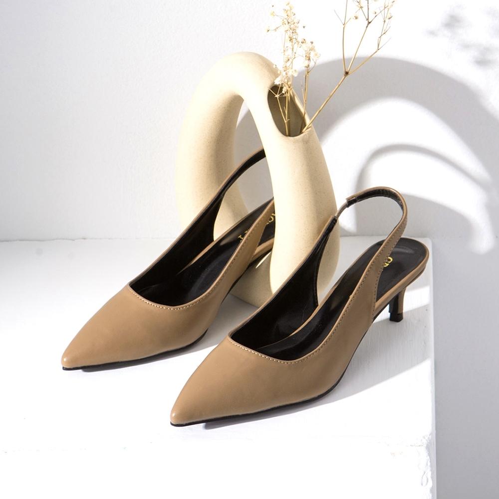 Grace gift-尖頭後空繫帶低跟鞋 卡其