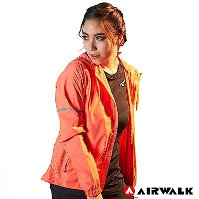 【AIRWALK】女款連帽收納風衣外套-淺橘色