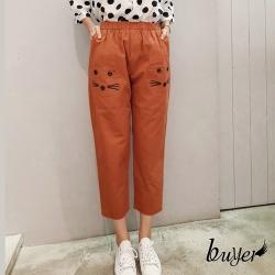 【白鵝buyer】俏皮 可愛刺繡貓咪七分休閒寬褲(橘)