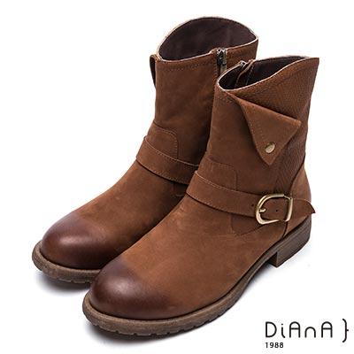 DIANA 簡約率性-方釦反摺編織紋拼接真皮工程靴-棕