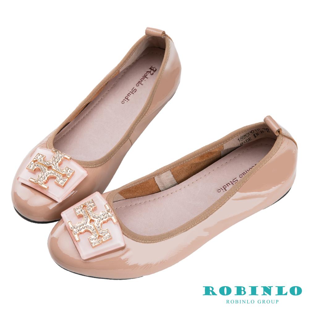 Robinlo 果凍十字金屬鑲鑽飾扣光澤軟皮娃娃鞋 杏