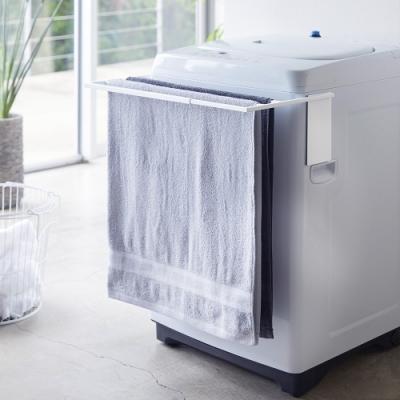 日本YAMAZAKI-tower磁吸式洗衣機伸縮架(白)★掛衣架收納/浴巾收納/毛巾收納