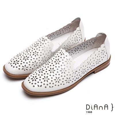 DIANA 俏麗甜漾--雷射簍空雕花平底鞋–白
