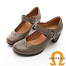 【GEORGE 喬治皮鞋】金屬環扣繫帶雕花瑪莉珍圓頭中跟鞋-棕色
