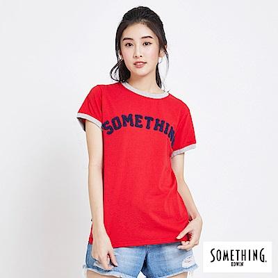 SOMETHING 標語刺繡LOGO短袖T恤-女-紅色