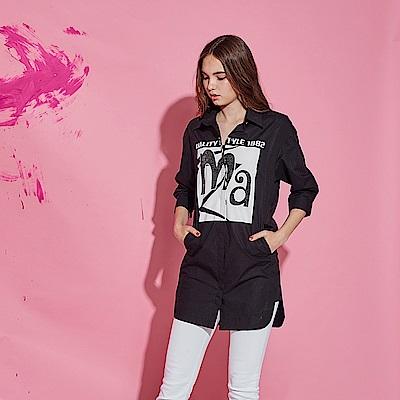 ICHE 衣哲 時尚字母印花3D釘飾亮片七分袖長版造型襯衫-黑